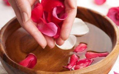 ¡Los beneficios del agua de rosas!