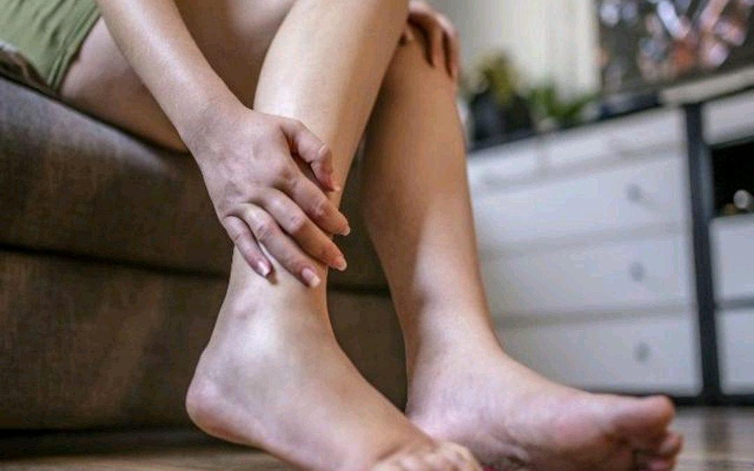 Cómo evitar los calambres en las piernas durante la noche
