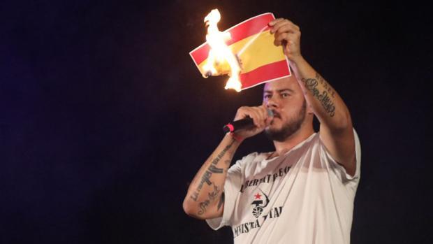 ¿Cuáles son las razones y delitos por los que el rapero Pablo Hasel entra ahora en prisión?