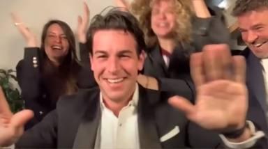 La emoción de Mario Casas al conseguir su primer Goya y el guiño a 'Tres metros